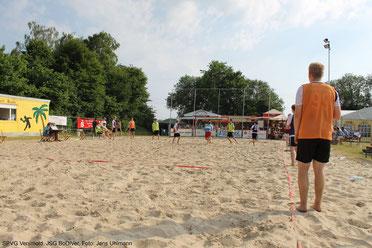 beachhandball-im-sommer-macht-auf-handballturnieren-richtig-viel-spaß